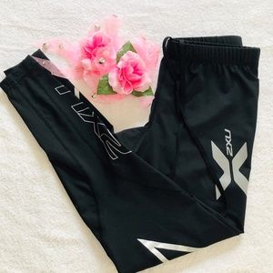 Black and Silver 2XU Workout Leggings Size Small